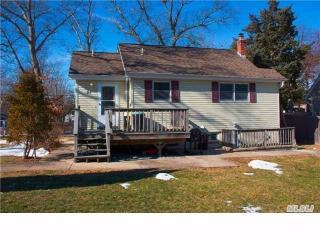 51 Hickory Rd, Rocky Point, NY 11778