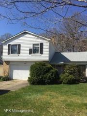 4887 Geraldine Rd, Richmond Heights, OH 44143