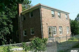 105 Booth St, Hempstead, NY 11550