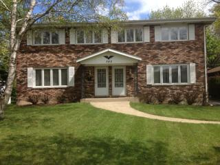345 1st Ct #A, Crystal Lake, IL 60014