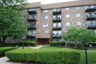 907 Curtiss St #208, Downers Grove, IL 60515
