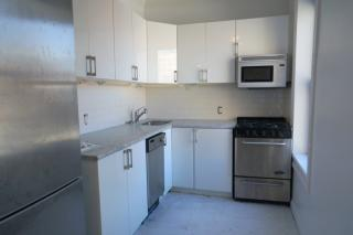 176 E 3rd St, East Greenwich, NY 02818