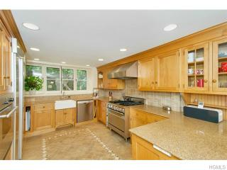 64 Crow Hill Rd, Mount Kisco, NY 10549