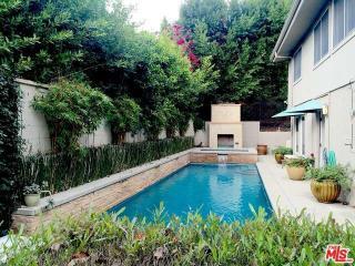 9769 Apricot Ln, Beverly Hills, CA 90210