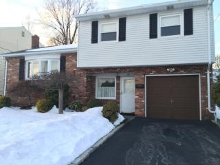 198 Abbe Ln, Clifton, NJ 07013