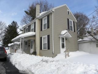 251 E Franklin St, New Holland, PA 17557