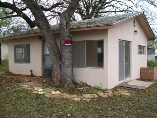 646 Driftwood Ln, Cottonwood Shores, TX 78657
