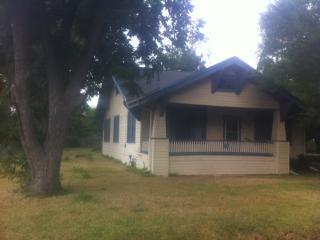 753 S Blanco St, Lockhart, TX 78644