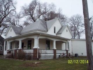 305 S Main St, Sullivan, IL 61951