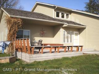 771 18th Ave, Coos Bay, OR 97420