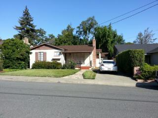 2220 Howard Ave, San Carlos, CA 94070