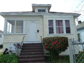 9845 B St, Oakland, CA 94603