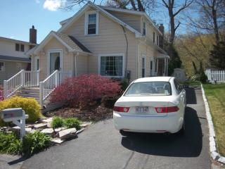 18 Hill Rd, East Lyme, CT 06333
