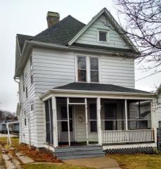 114 N Cherry Ave, Freeport, IL 61032