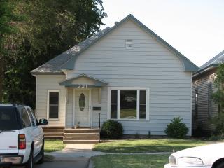 221 W 4th St, Larned, KS 67550