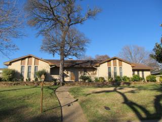 321 Woodbrook Drive, Desoto TX