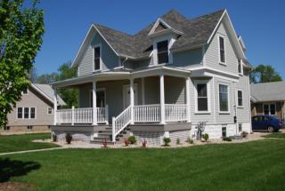 625 9th St, Brookings, SD 57006