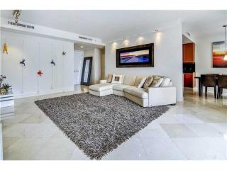 901 Brickell Key Blvd #905, Miami, FL 33131