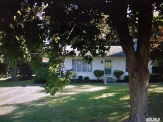 12 Lilly Ct, Moriches, NY 11955