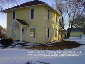 203 W 6th St, Woodbine, KS 67492