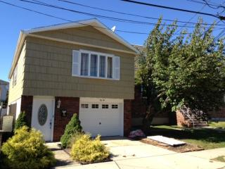841A 8th St, Secaucus, NJ 07094