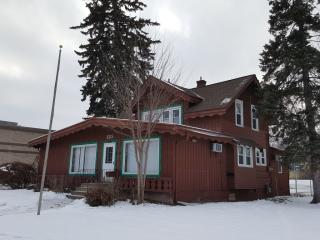 132 Lake St S, Forest Lake, MN 55025