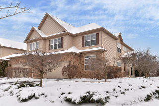 12 Oak Creek Court, North Aurora IL