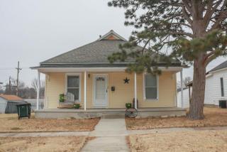 512 North Pine Street, Pratt KS