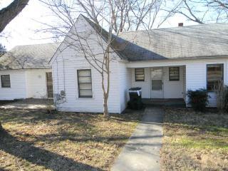 514 White St, Thomasville, NC 27360