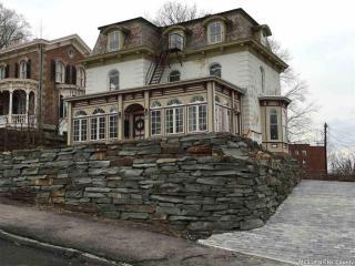 15 W Chestnut St, Kingston, NY 12401
