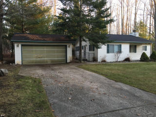 143 Winding Dr, Houghton Lake, MI 48629