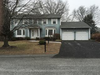 69 Huntleigh Dr, Albany, NY 12211