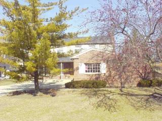 1700 Cranshire Ct, Deerfield, IL 60015