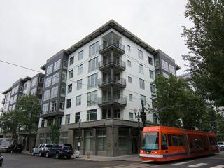 925 NW Hoyt St, Portland, OR 97209