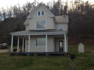 2084 Long Level Rd, Wrightsville, PA 17368