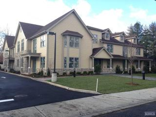40 Russell Ave #104, Old Tappan, NJ 07675