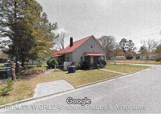 112A 2nd St, Laurinburg, NC 28352