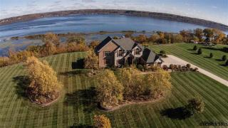 21054 Country Squire Lane, Dubuque IA