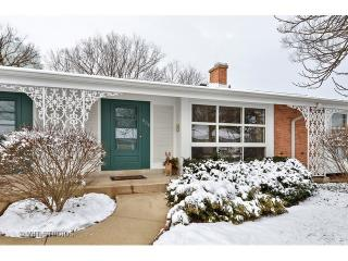 608 Carriage Hill Drive, Glenview IL