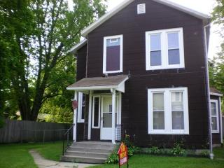 521 W Douglas St, Freeport, IL 61032