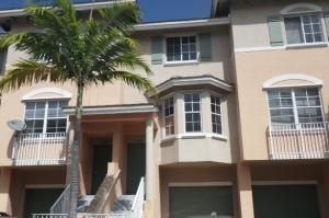 1942 NE 5th St, Deerfield Beach, FL 33441