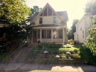 1114 Hermitage St SE, Grand Rapids, MI 49506