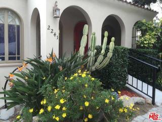 2241 N Beachwood Dr, Los Angeles, CA 90068