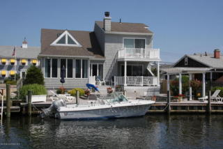 1811 Boat Point Dr, Point Pleasant Boro, NJ 08742