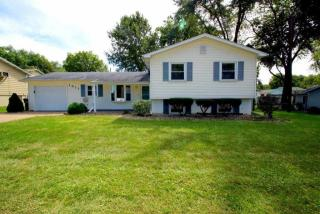 1611 Middle Rd, Bettendorf, IA 52722