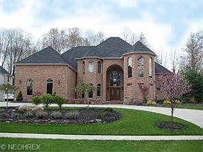 370 Village Dr, Broadview Heights, OH 44147