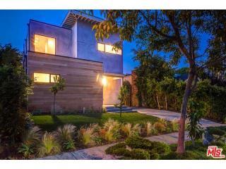 8925 Dorrington Avenue, West Hollywood CA