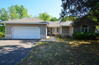 1456 McKnight Rd N, Maplewood, MN 55119