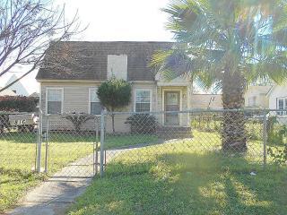 816 Avenue Of Oaks Street, Houston TX