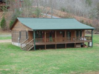 30 Peachtree Mdw, Marble, NC 28905